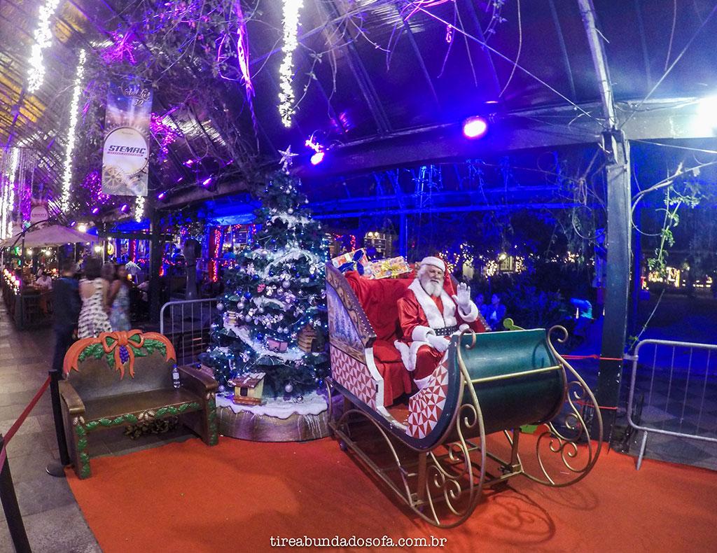 Papai Noel recebendo crianças no Natal Luz de Gramado