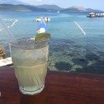 coquetel de frente para o mar, almara beach club, montenegro, kotor