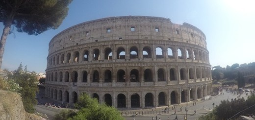 foto do coliseu, parte externa, roma, itália