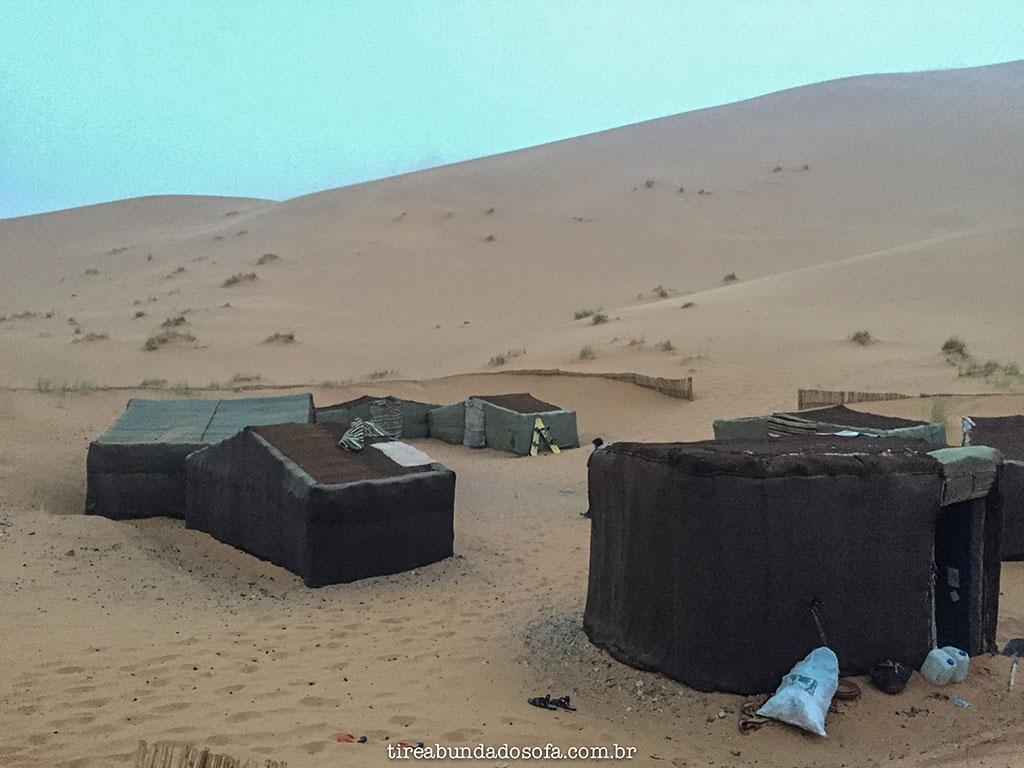 tour pelo deserto no marrocos, passeio de camelo no marrocos, acampar no deserto do sahara, barracas no deserto