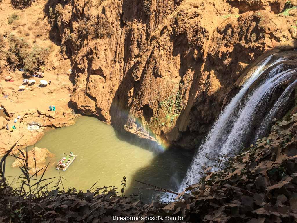 arco-íris nas cascatas de ouzoud, no marrocos