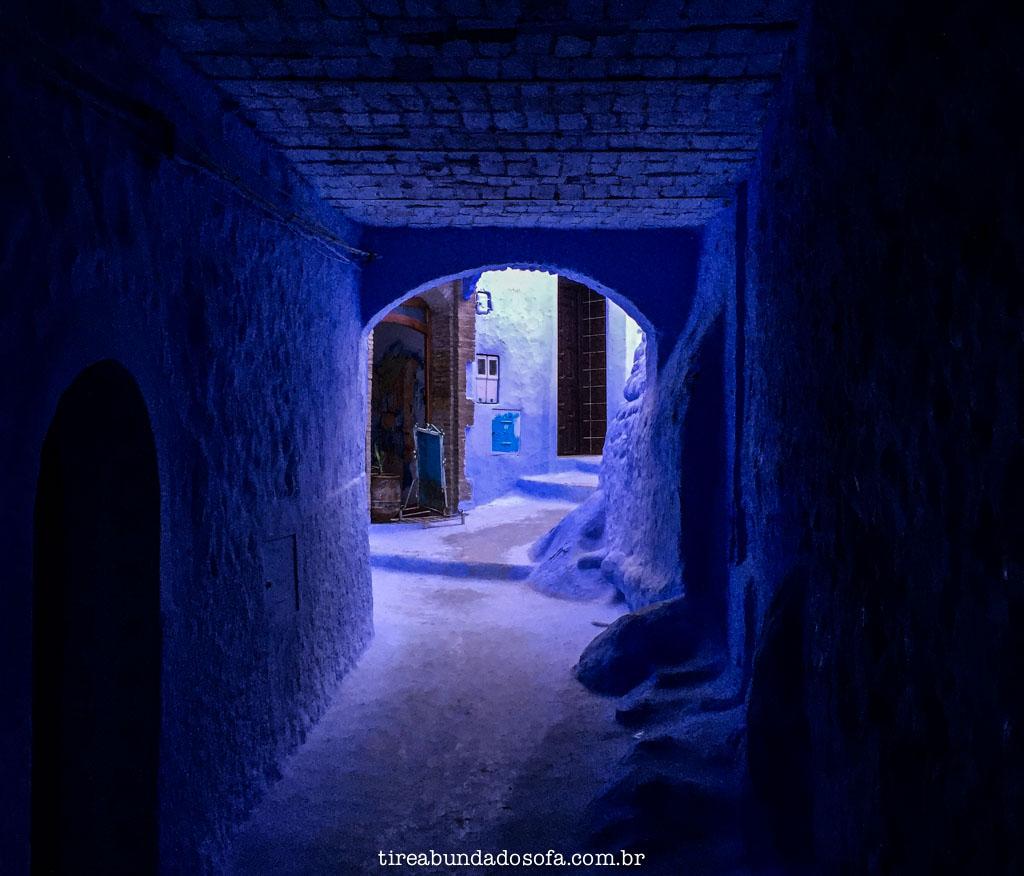 pelas ruas de chefchaouen, no marrocos
