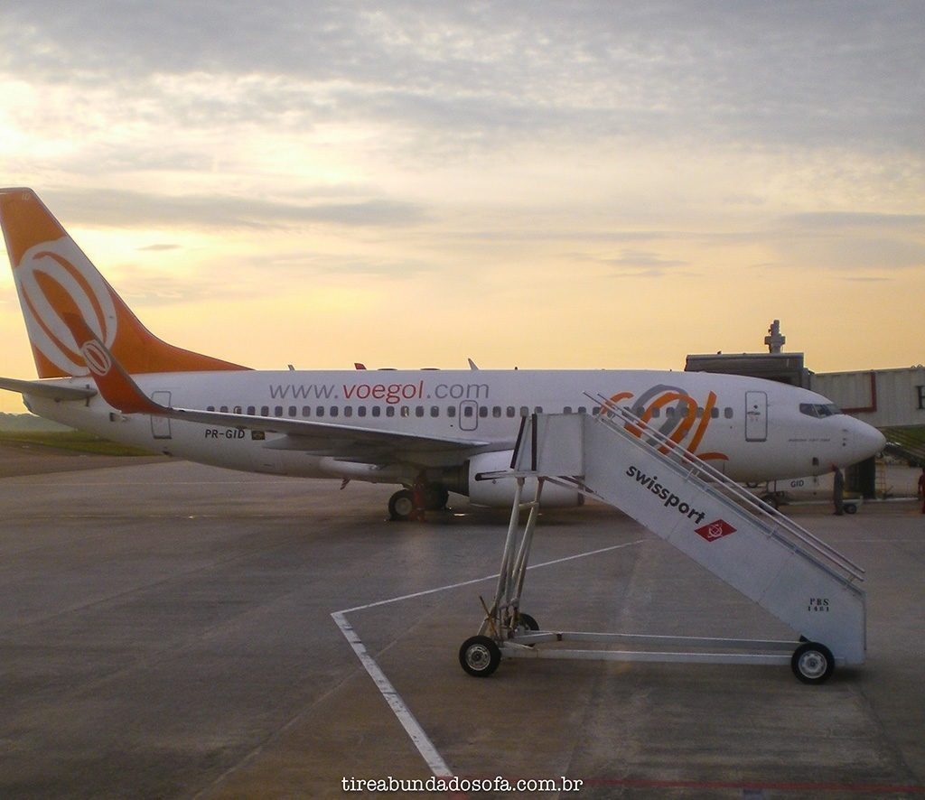 avião da gol no aeroporto