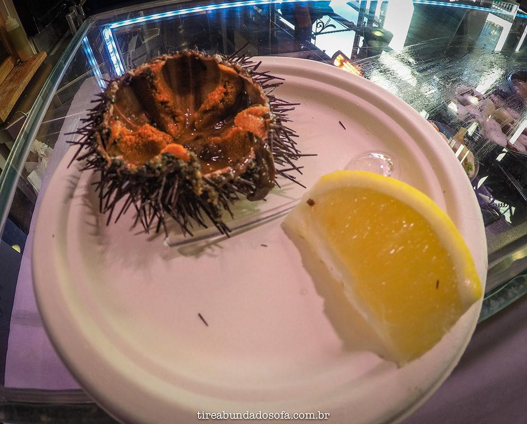 ouriço do mar, mercado san miguel, madrid, espanha, frutos do mar