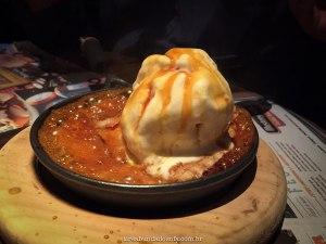 sorvete com calda quente de caramelo, mustang sally curitiba, sobremesa de sorvete, restaurantes em curitiba
