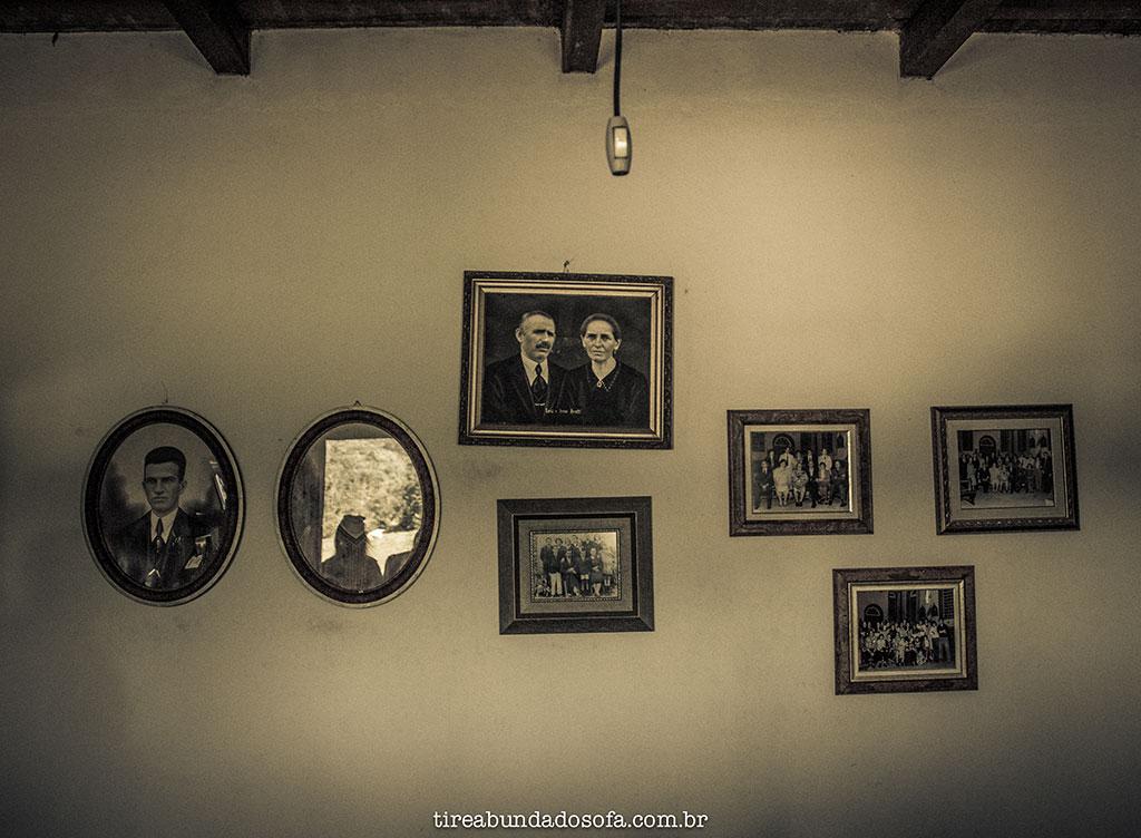 quadros antigos da família Bratti, fundadores das casas de pedra, em Nova Veneza