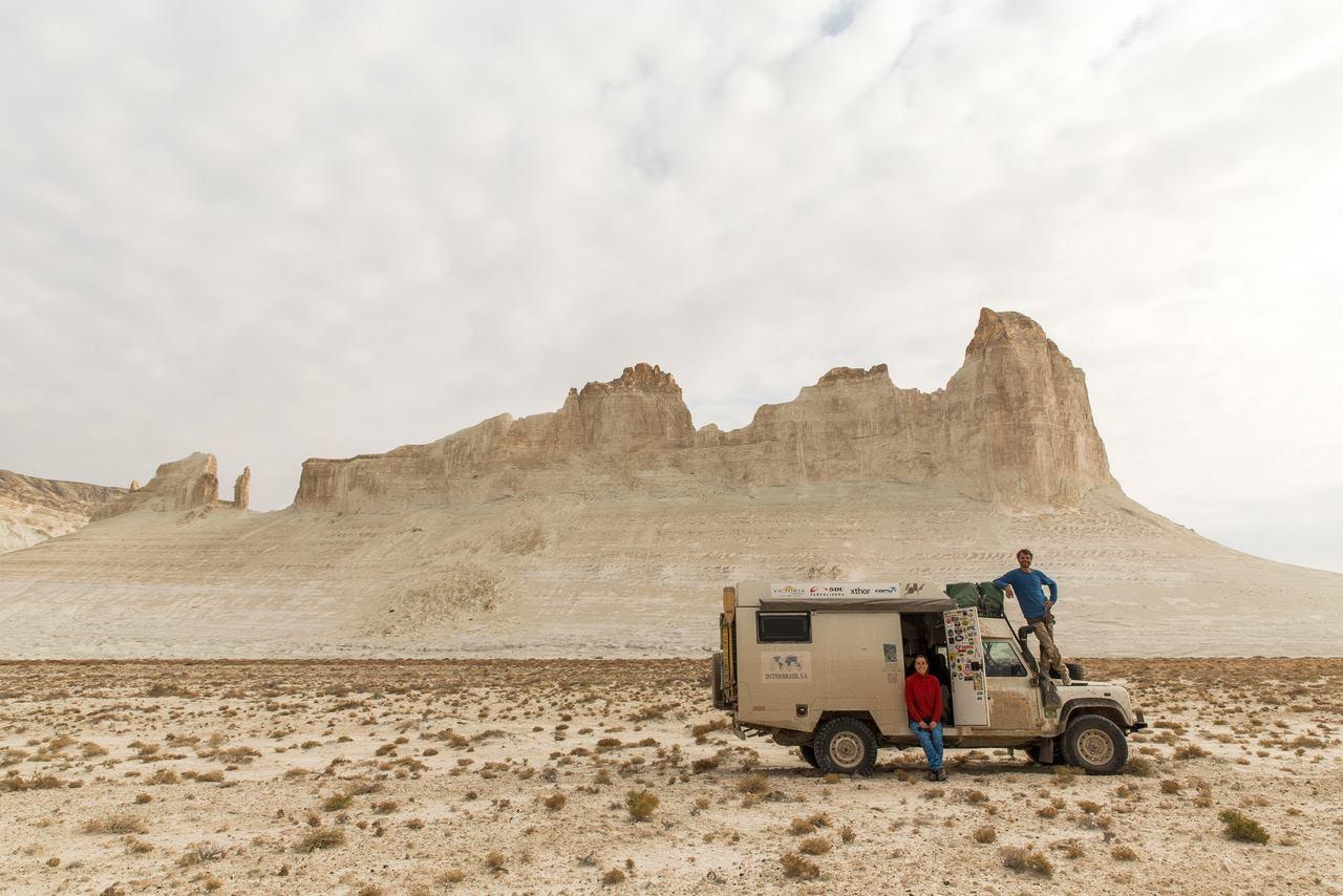 Michelle, Roy e o Lobo da Estrada, do projeto Mundo por Terra