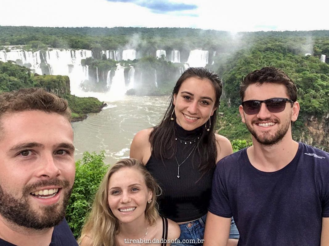 casais visitando as cataratas do iguaçu