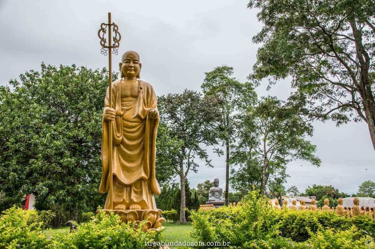 estátuas do templo budista de foz do iguaçu