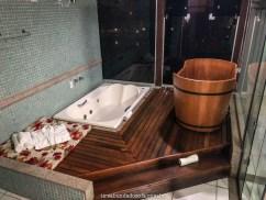 banheira de hidromassagem, na suíte luxo do hotel fazenda china park, em domingos martins, no espírito santo