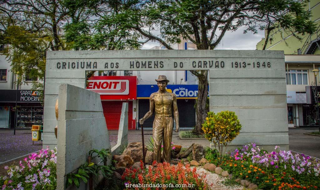 monumento na praça de criciúma
