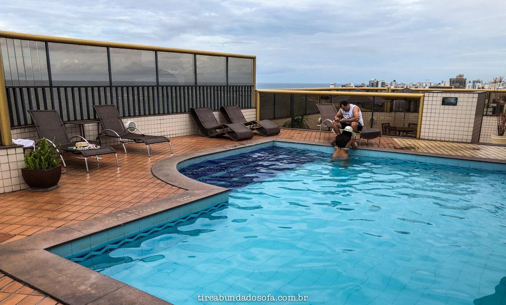 piscina do hotel quality suites vila velha