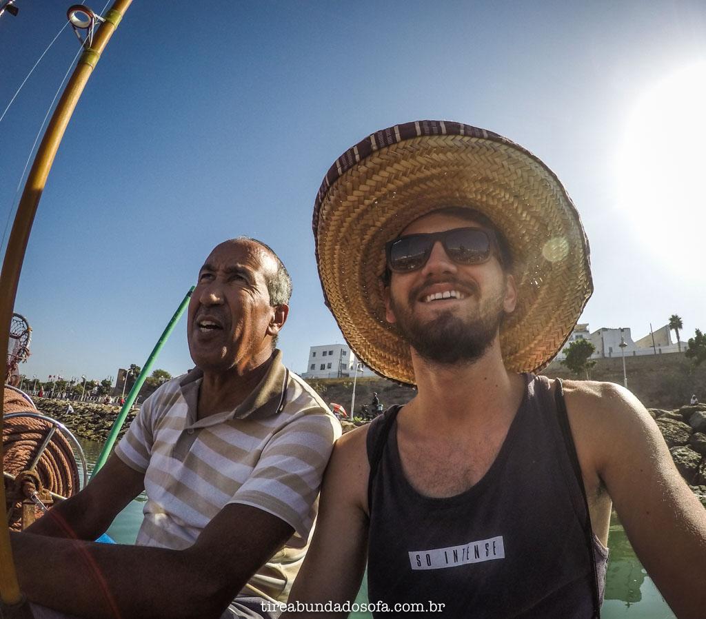 Conversando com um pescador marroquino, em rabat, marrocos