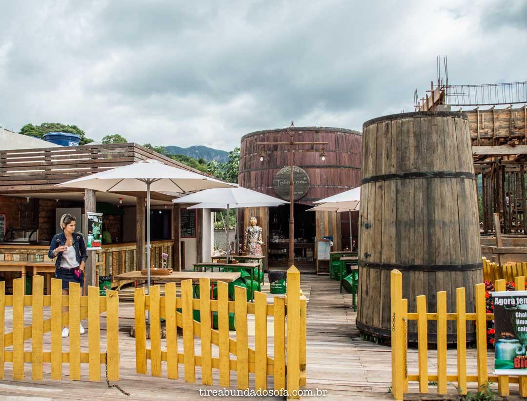 Bar da Cachaça Tabaroa, em Bichinho, Minas Gerais