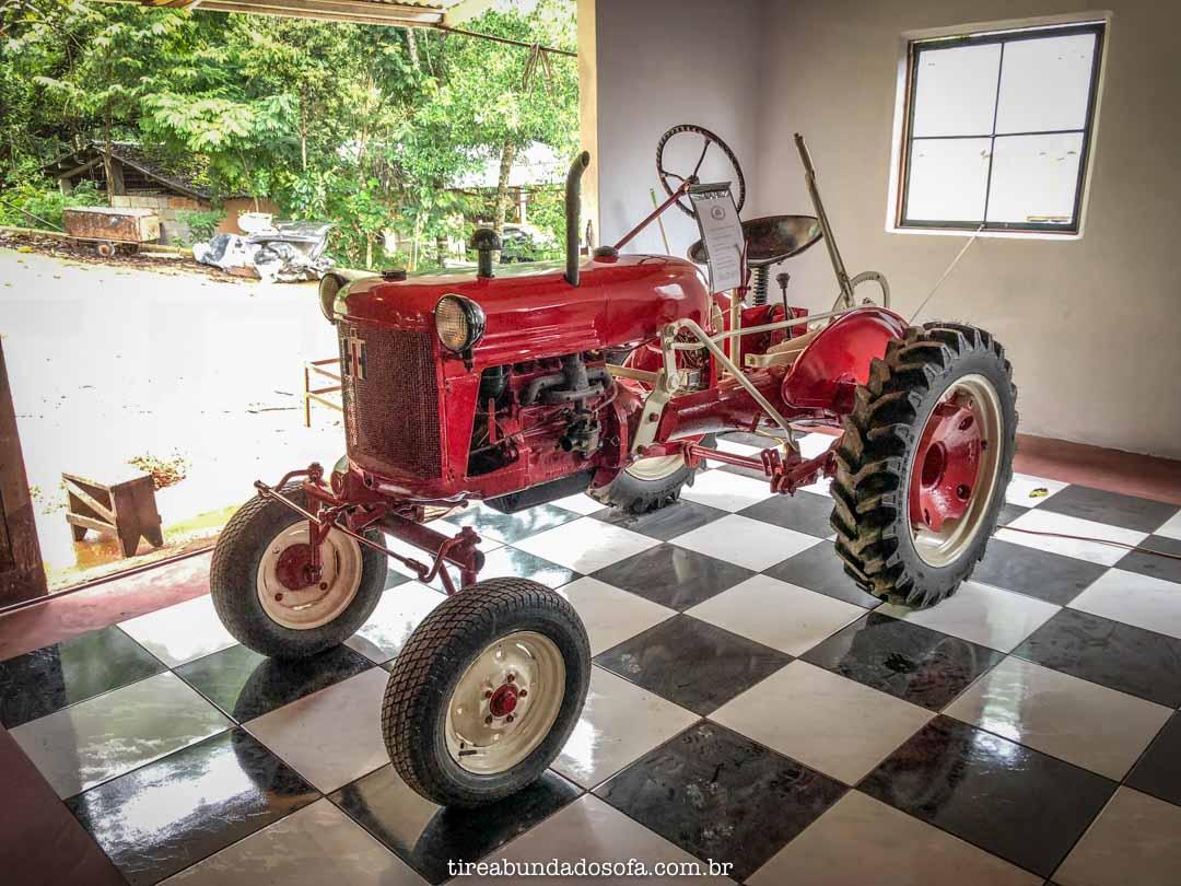 Trator International, exposto no museu do automóvel da estrada real, em bichinho, mg