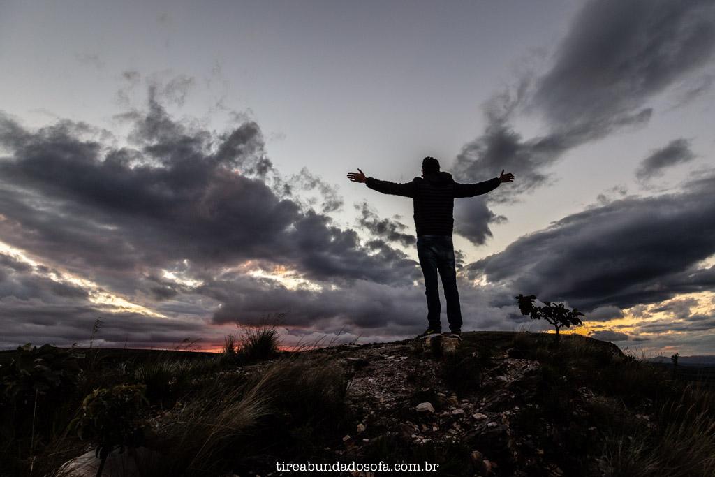 Pôr do sol no paredão de Carrancas, em Minas Gerais