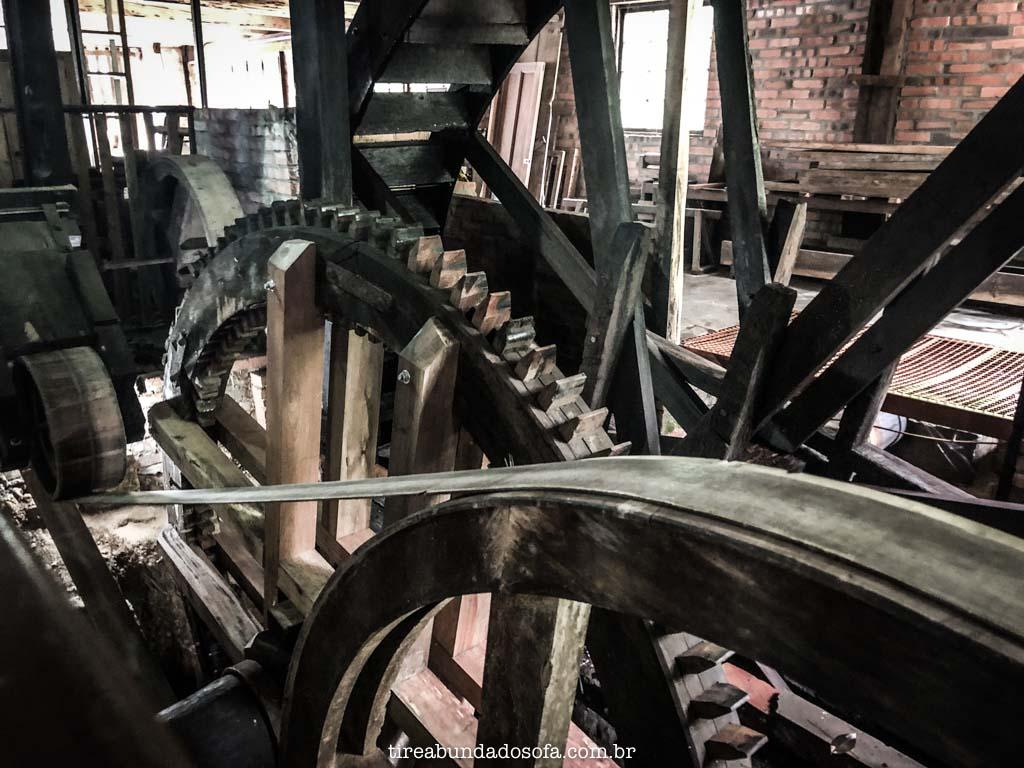 Equipamentos antigos, no Museu do Marceneiro, em Pomerode, SC