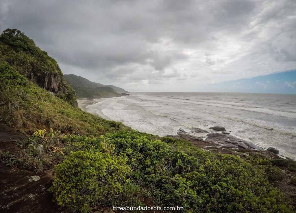 Praia do Camborê, vista do alto da trilha, em peruíbe, sp