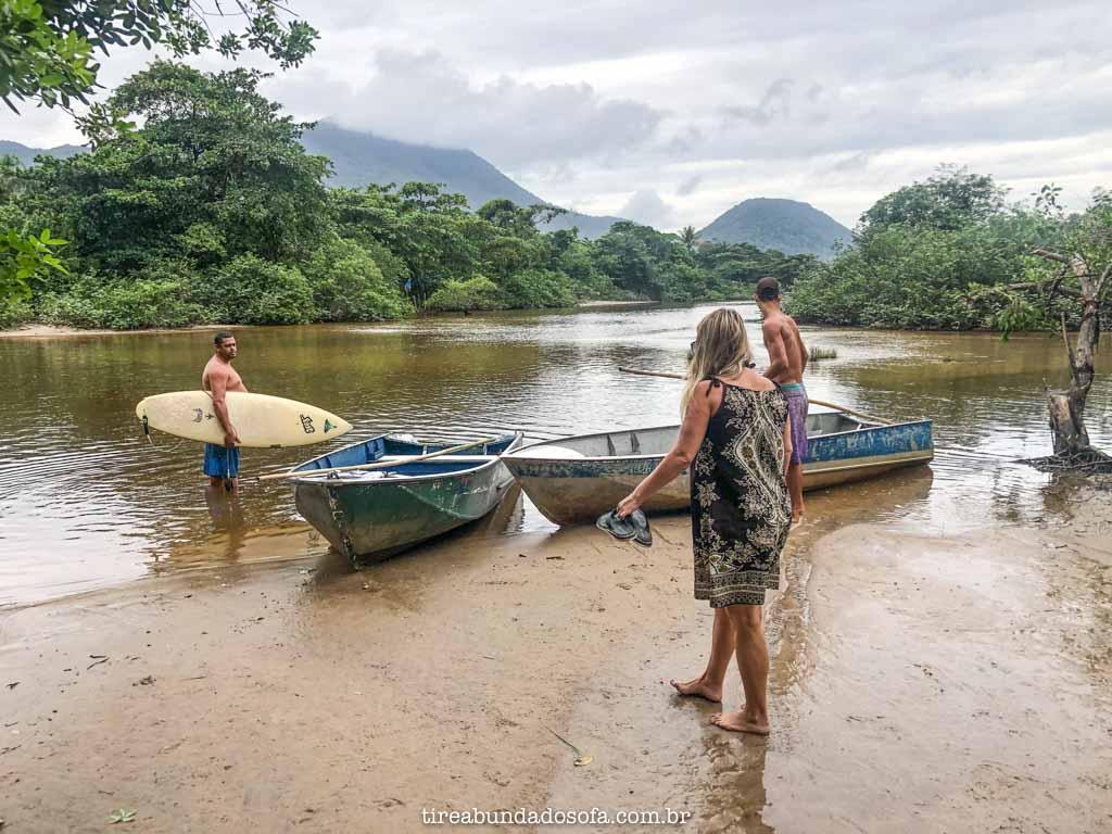 Barcos para atravessar o rio de Itamambuca, Ubatuba