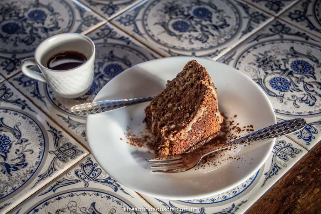 Café com bolo de banana, na fazenda ninho da águia, em alto caparaó, mg