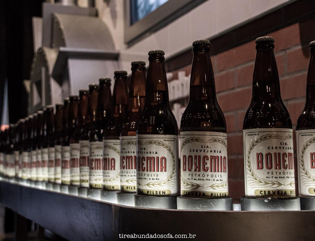 garrafa de cerveja bohemia com rótulo antigo