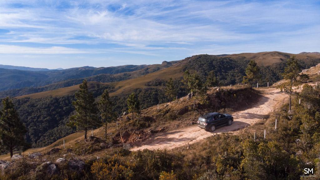 toyota hilux sw4 chegando ao topo dos campos do quiriri