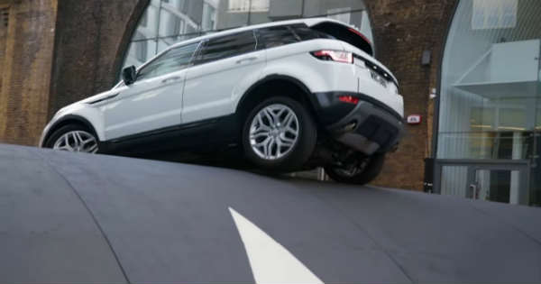 Amazing Range Rover EvoqueStuntOn The HugeSpeed Bump 11