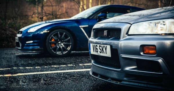 Nissan Skyline GTR R34 vs Nissan GTR R35 2