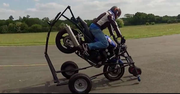 This Is How They Learn Stoppie at Bikers School 2
