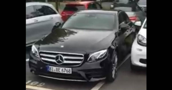 You Can Move This Mercedes E Class With Your Mobile App 2