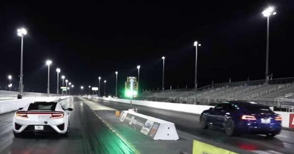 2017 Acura NSX vs TESLA Model S P100D Drag Race 1