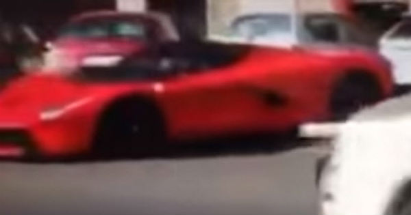 This Guy Crashed His Brand New LaFerrari Right After Leaving Dealership 2