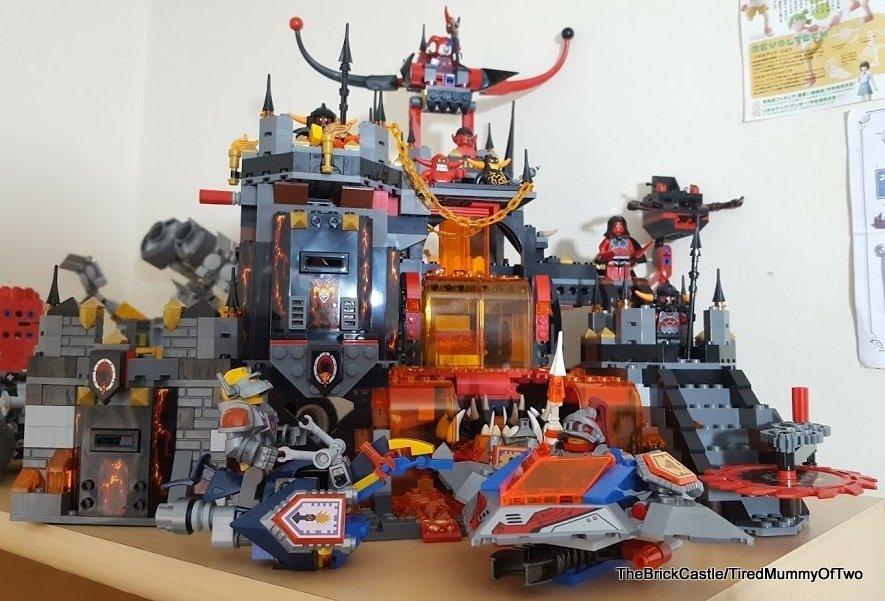 Lego Nexo Knights – Jestro's Volcano Lair 70323