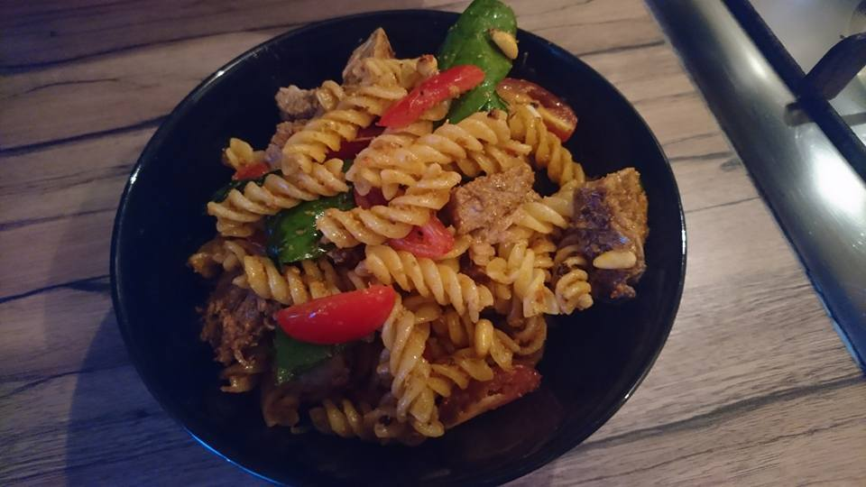 Making midweek meals with Red Tractor mini roasts – Lamb pesto pasta recipe