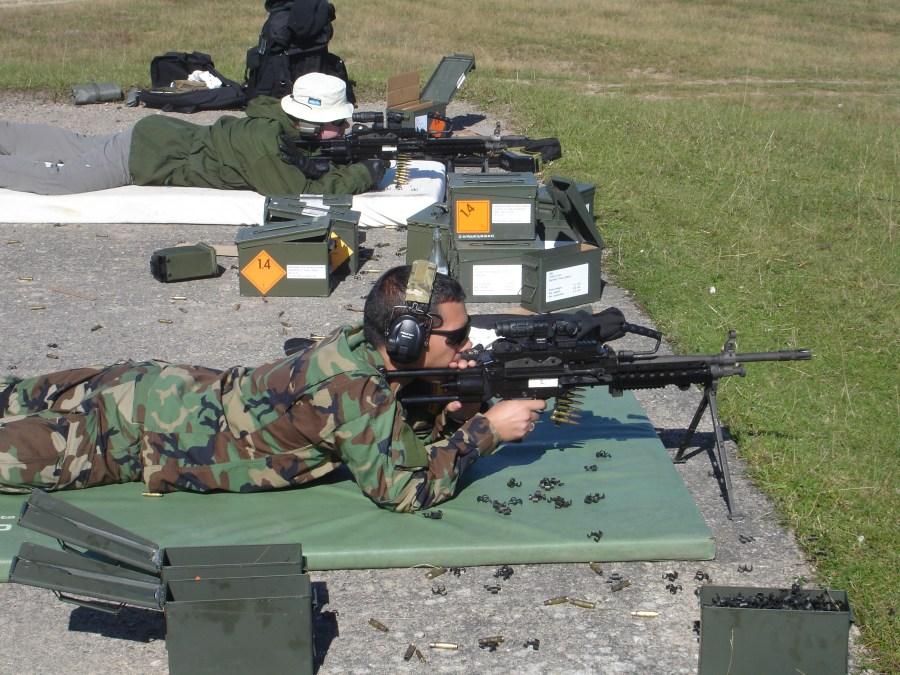 Estación de tiro con ametralladora. Tiro con AMM FN Minimi 7.62mm dotada de visor Aimpoint Micro T-1 y 3XMag