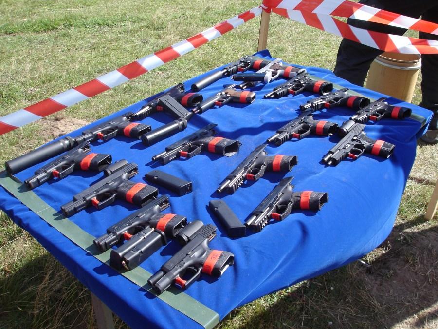 Estación de tiro de pistolas y PDWs. Pistolas Glock, SigSauer y HK disponibles para el tiro