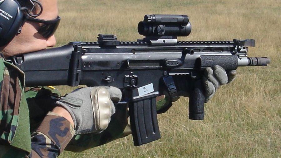 FN SCAR-L CQC (5.56mm cañón de 10 pulg.) con visor Aimpoint CompM4 (© Jorge Tierno Rey)