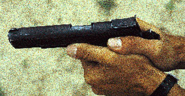 La posición correcta de la mano respecto al eje del cañón. ©Thomas G. Spector.
