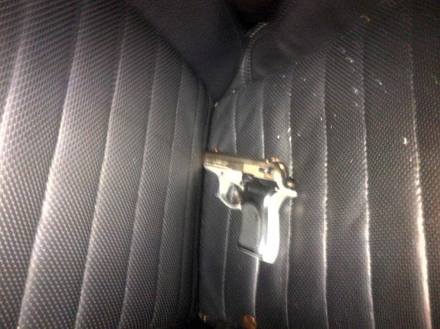 La policía encontró esta pistola en la lugar donde se produjeron los hechos.