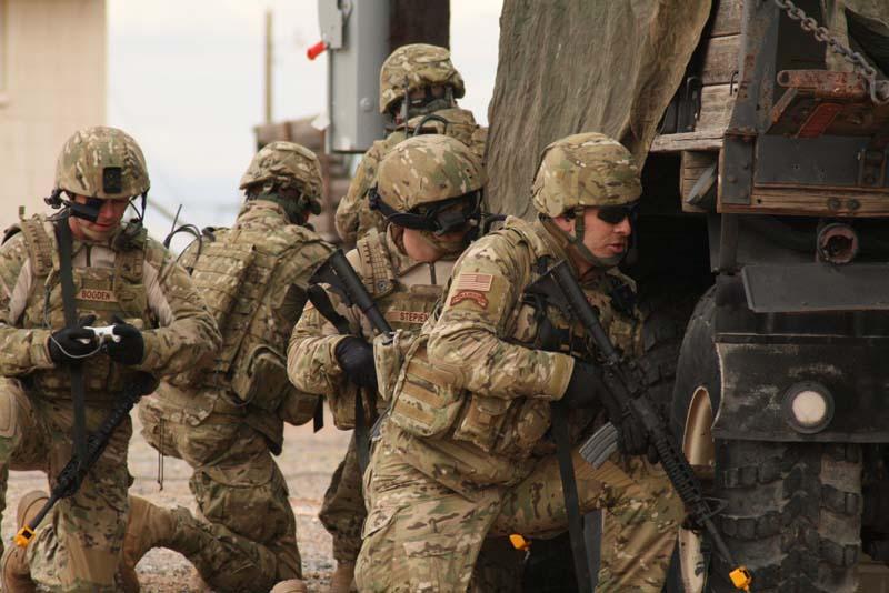Unidad del Ejército de Tierra estadounidense totalmente equipada en patrón de camuflaje Multicam