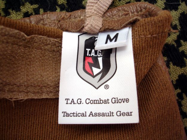 Etiqueta guantes de combate TAG.