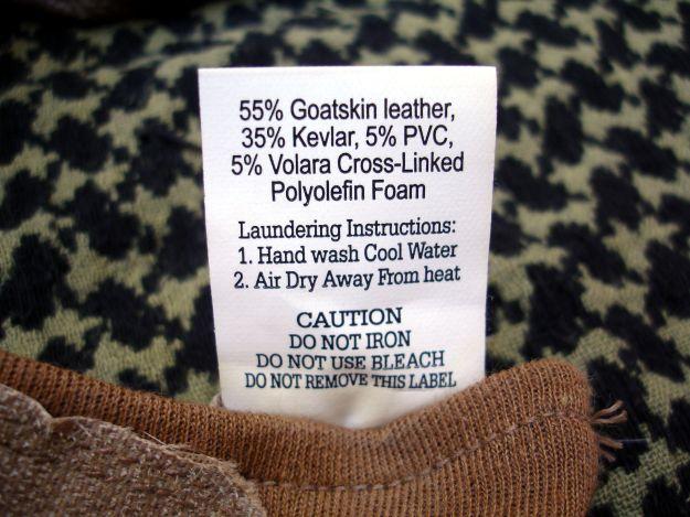 Etiqueta con la descripción de los guantes de combate TAG.