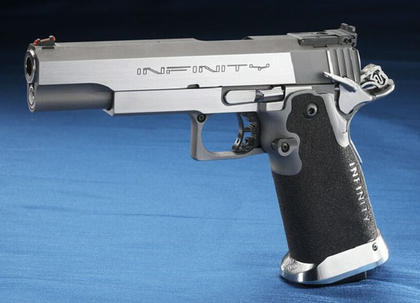 Pistola semiautomática de competición Infinity.