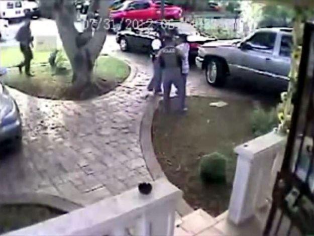 Vídeo de un brutal tiroteo. Un policía herido y un sospechoso muerto. Miami-Dade (EE.UU.). 31JUL12