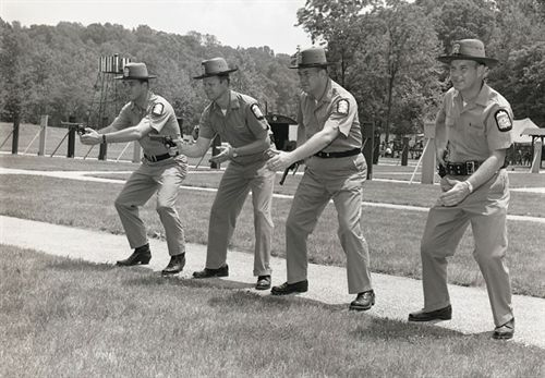 Tiro con pistola en los años 1960.
