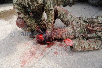 military-combat-application-tourniquet-the-c-a-t-bean-used-by-british-e0c0ex