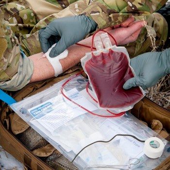 Kit para trasfusiones Field Blood Transfusion - Special Operations Forces (TMM-FBT-SOF), de Chinook Medical Gear.
