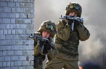 Soldados del Ministerio del Interior ruso durante unas maniobras en 2014. Foto de Vitaly V. Kuzmin