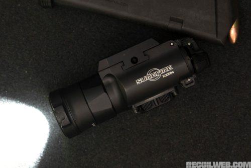 Linterna SureFire XH35. Foto de http://www.recoilweb.com/surefire-xh35-1000-lumens-on-your-pistol-129317.html
