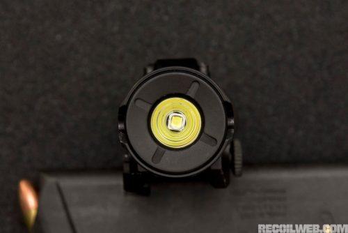 Reflector del cabezal de la linterna SureFire XH35. Foto de http://www.recoilweb.com/surefire-xh35-1000-lumens-on-your-pistol-129317.html